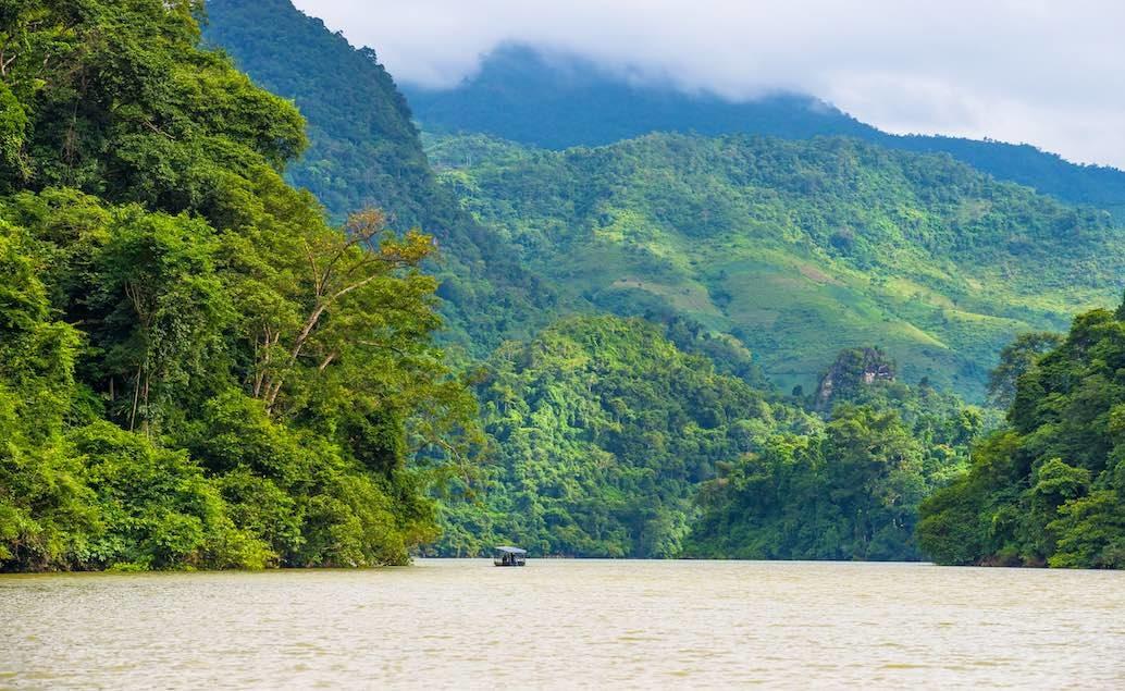 Jezerní krajina v NP Ba Be